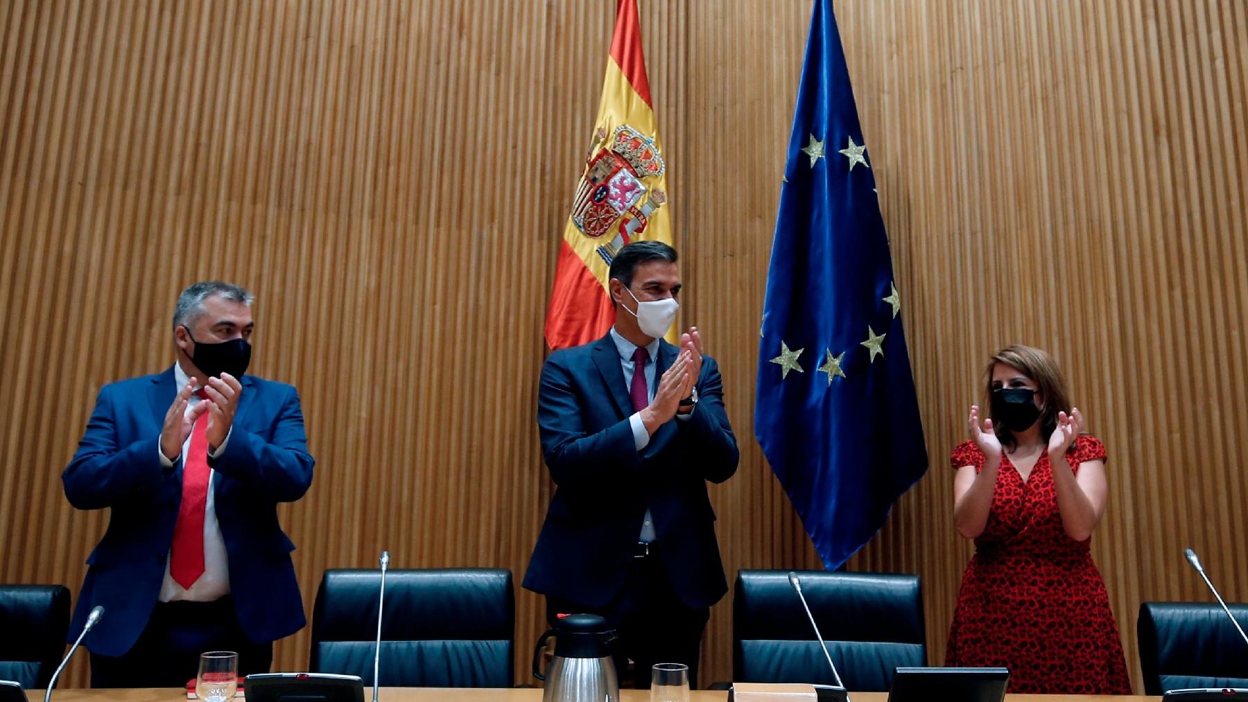 Pedro Sánchez en su reunión de este miércoles con el Grupo Socialista en el Congreso. (Foto: EFE)