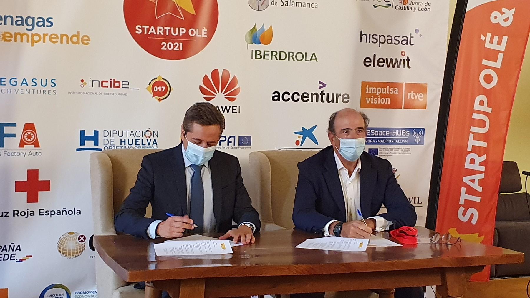 Firma del acuerdo entre Enisa y Enagás.