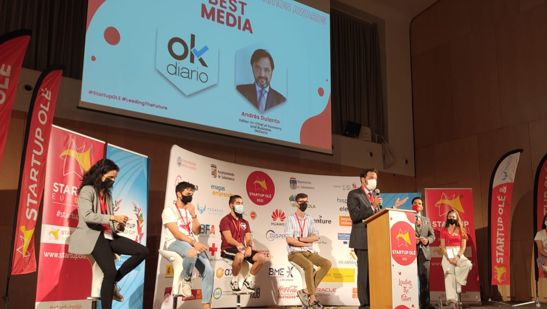 Entrega del Premio Best Media Startup Olé a OKDIARIO