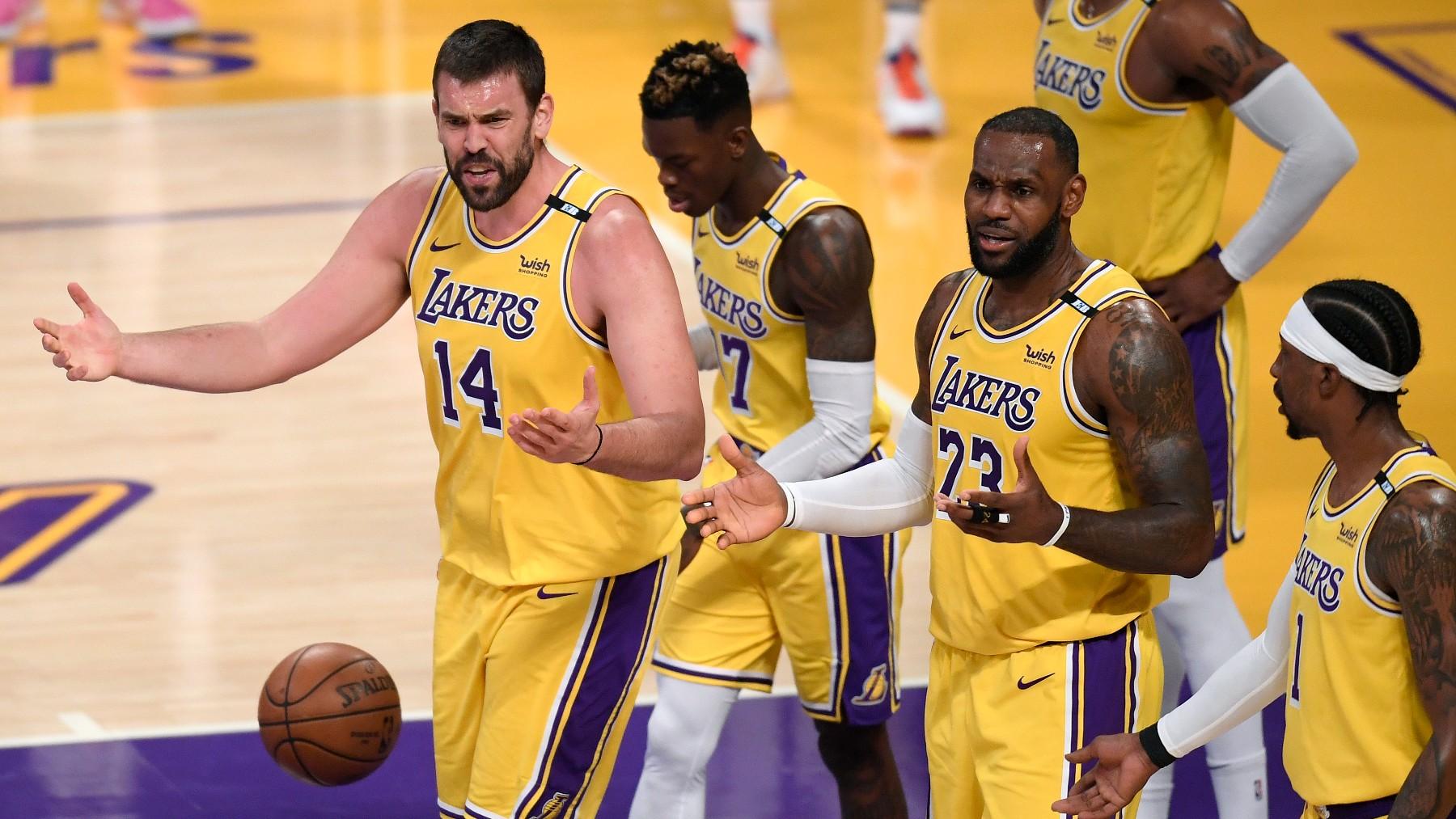 Marc Gasol protesta una jugada con los Lakers. (Getty)