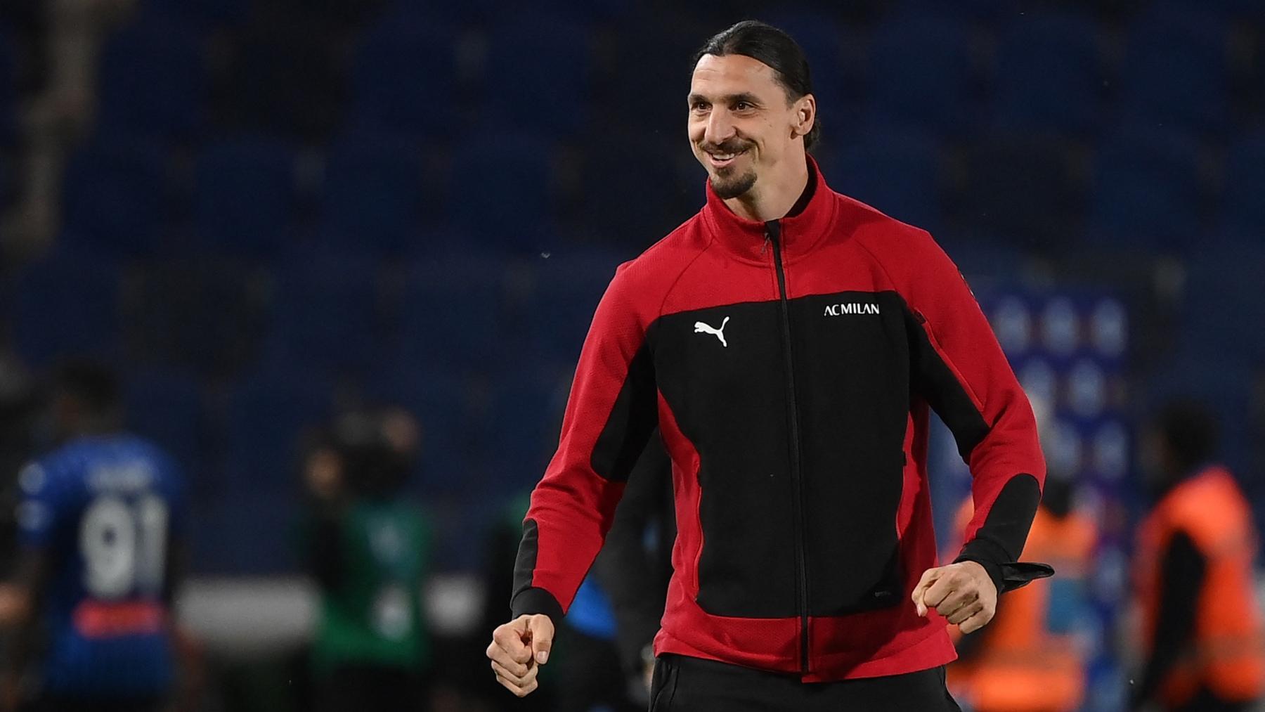Zlatan Ibrahimovic, en unos de sus últimos partidos con el Milán. (AFP)