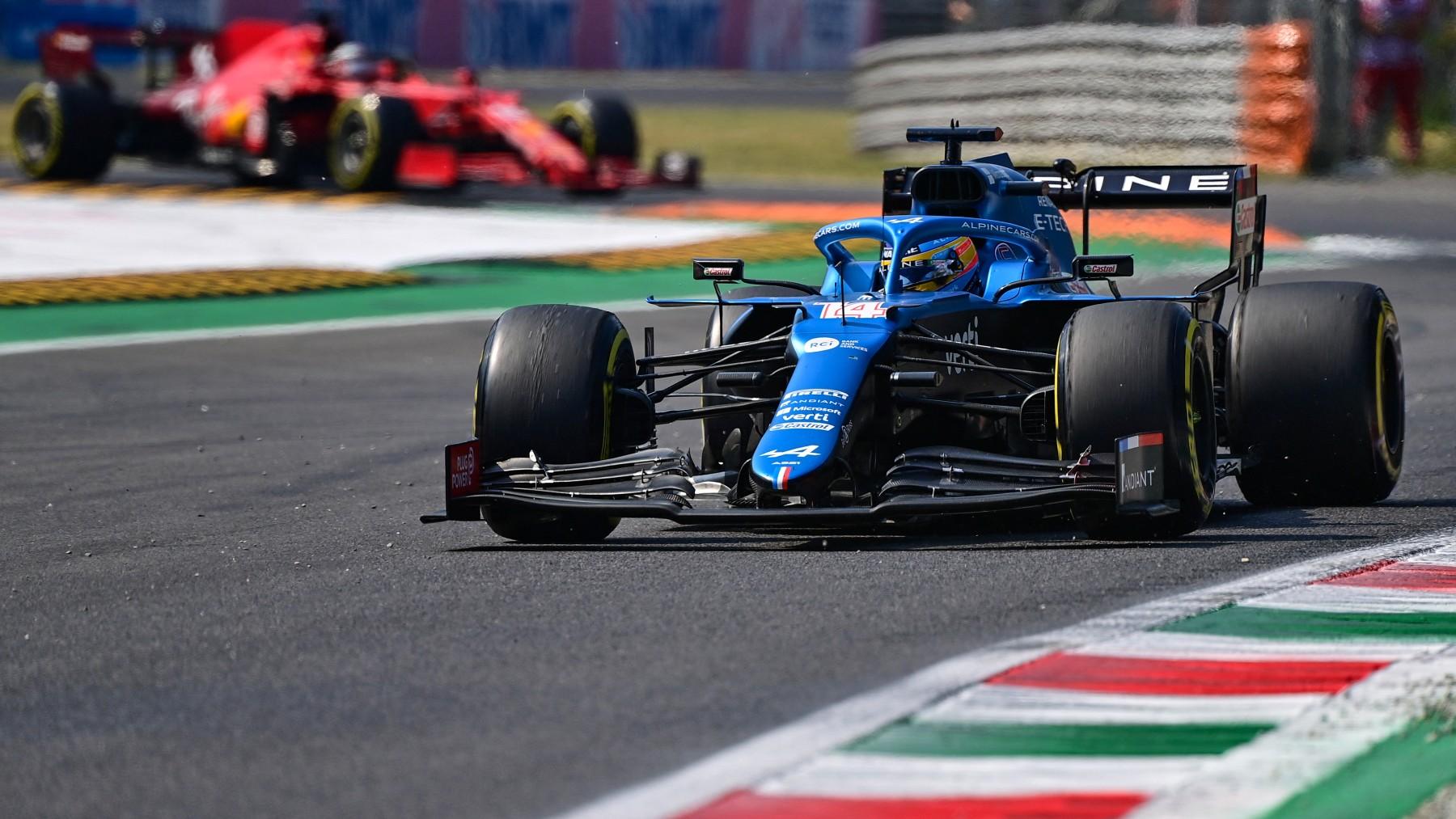 Fernando Alonso durante la clasificación al sprint en Monza. (AFP)