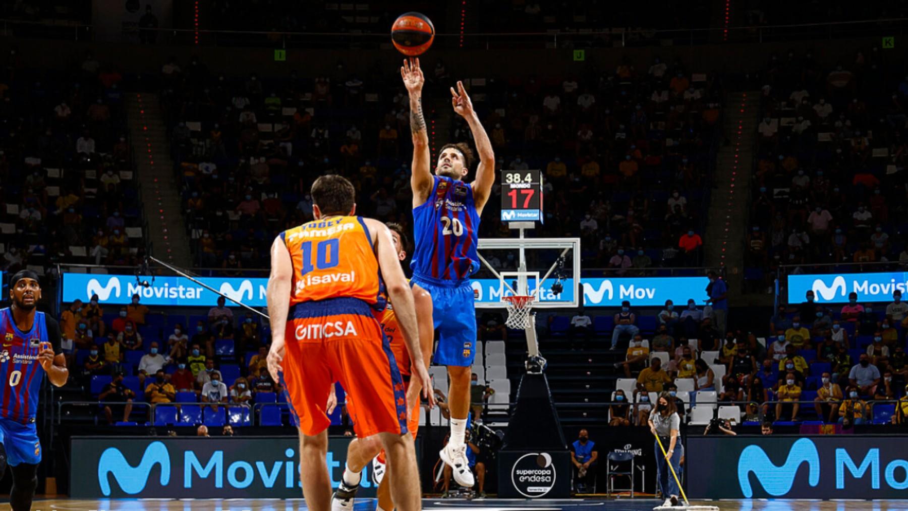 Laprovittola entra a canasta. (FCB Basket)