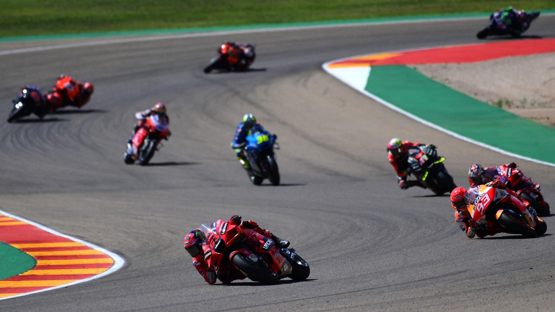 Los pilotos de MotoGP durante el GP de Aragón. (AFP)