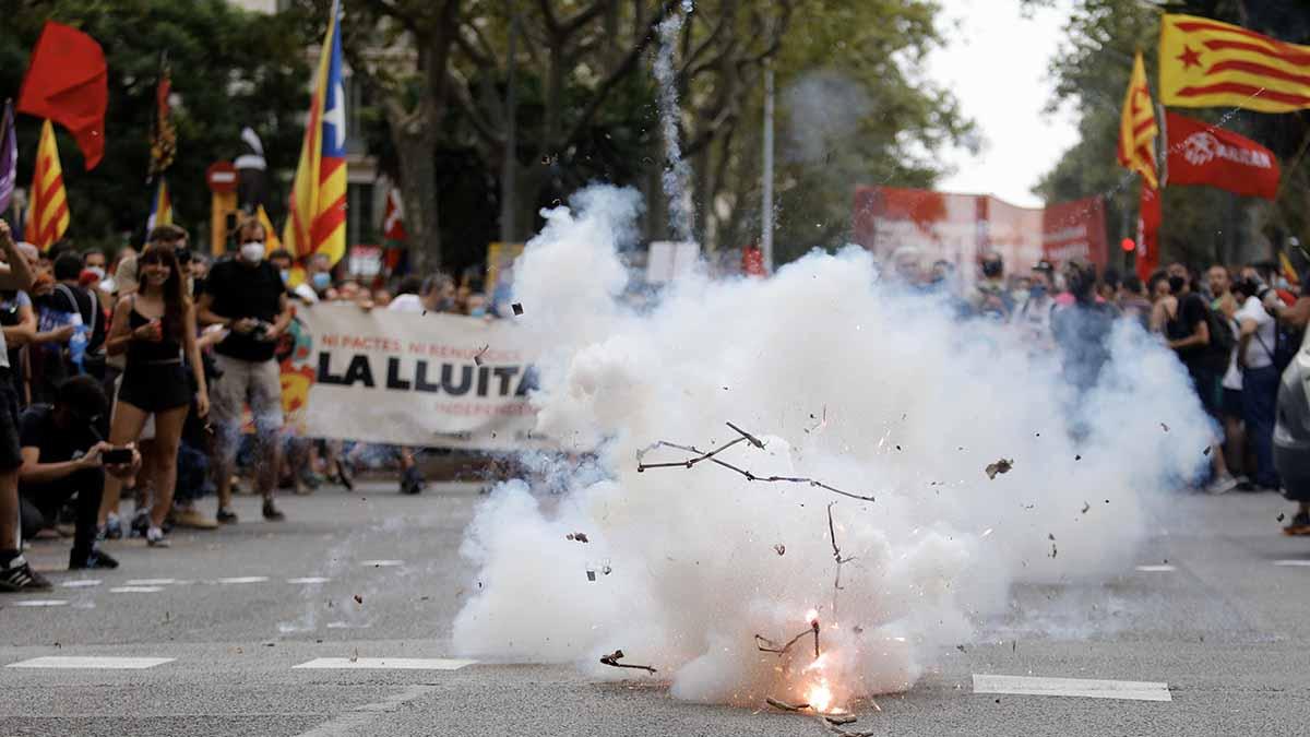 Petardos estallan durante la manifestación organizada por la Izquierda Independentista