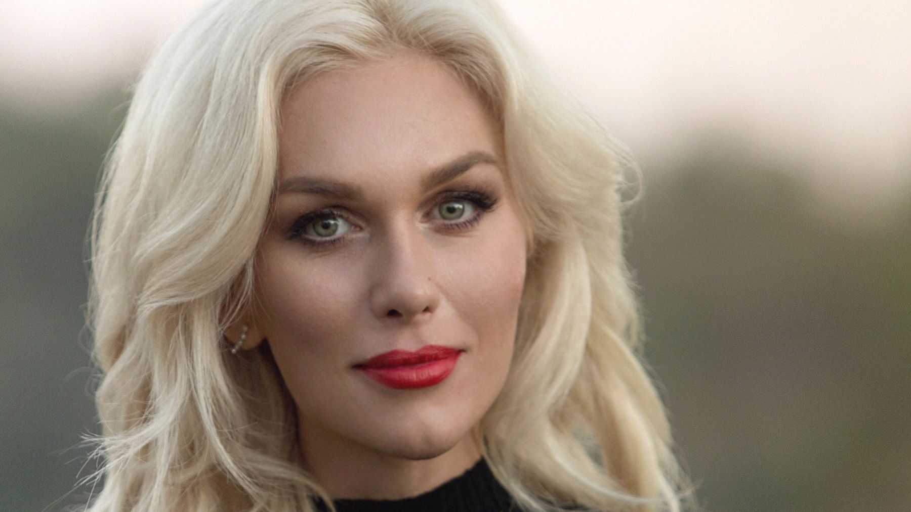 La actriz brasileña Ludmila Dayer celebra hoy su santo