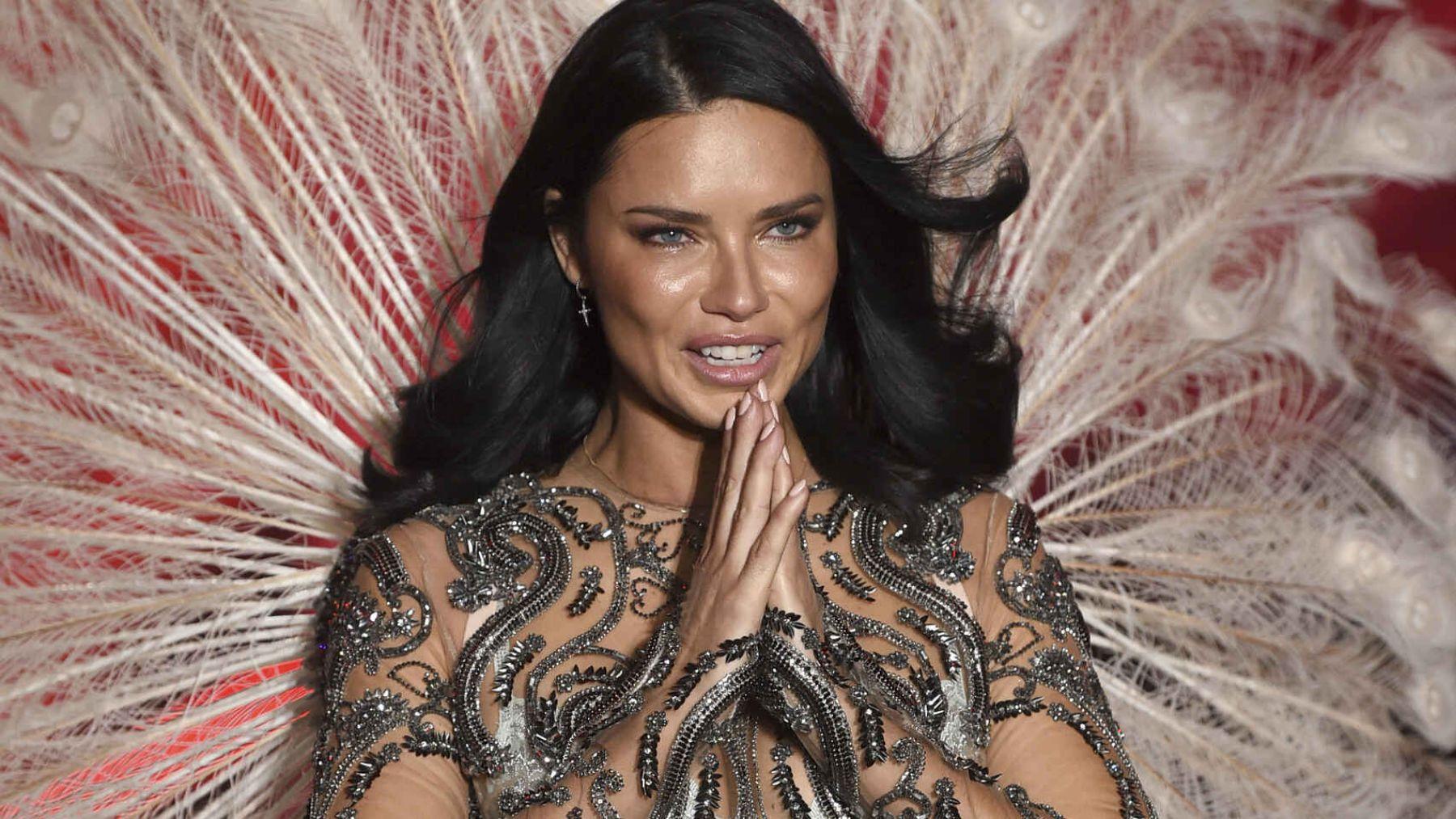 La modelo Adriana Lima celebra hoy su santo