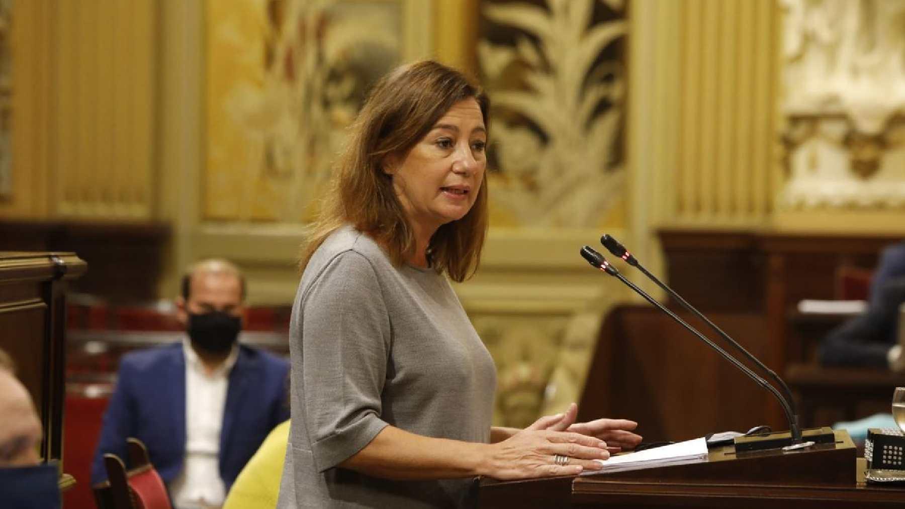 Francina Armengol en el Parlament de Baleares.