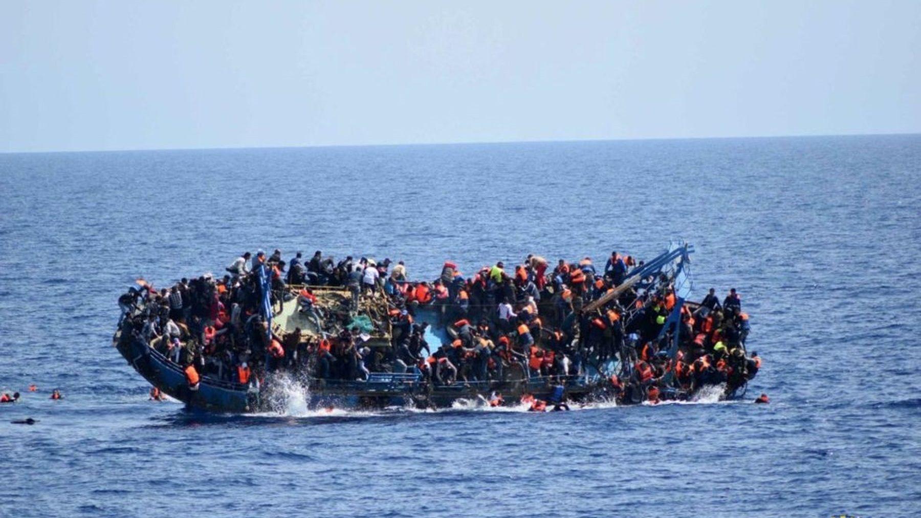 Inmigrantes ilegales en patera (AYUNTAMIENTO CARTAGENA). (1)