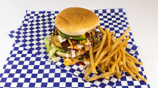 Así afecta a tu salud comer la hamburguesa que promociona Aitana