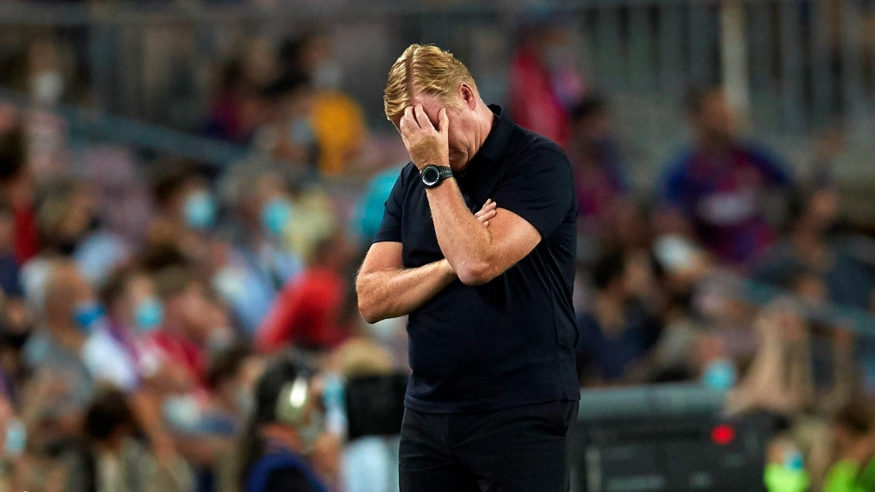 Ronald Koeman se lamenta durante el Barcelona-Bayern de Múnich. (EFE)