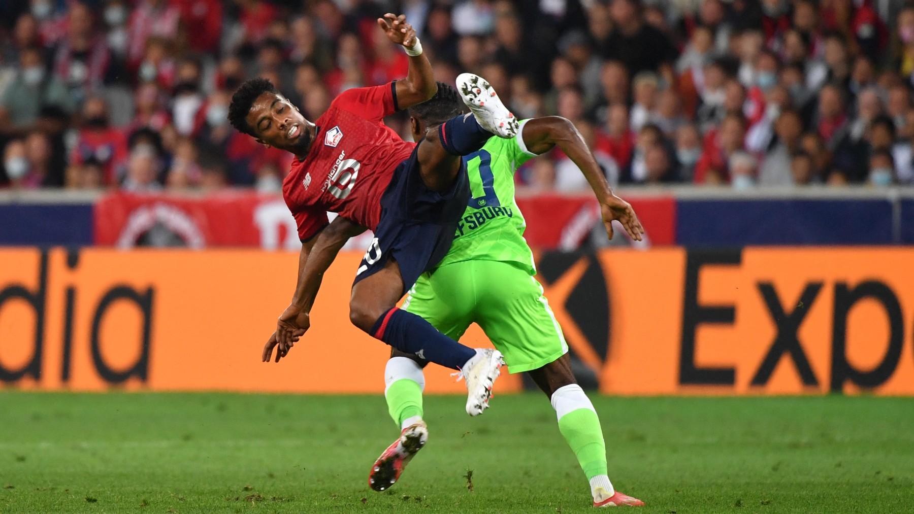 Lille y Wolfsburgo en un partido de Champions. (AFP)