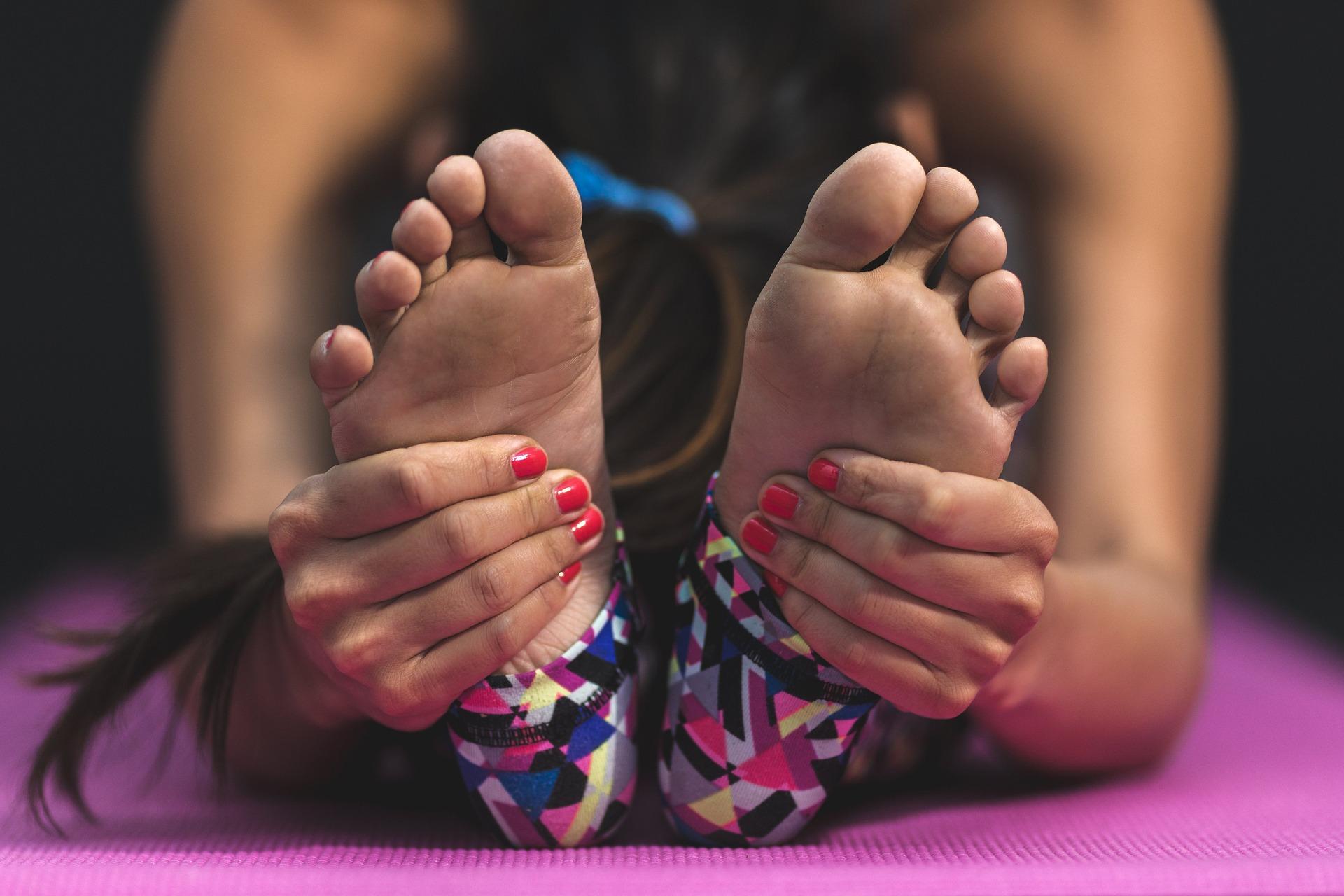 Plantas de los pies amarillas: por qué surge y cuáles son los tratamientos