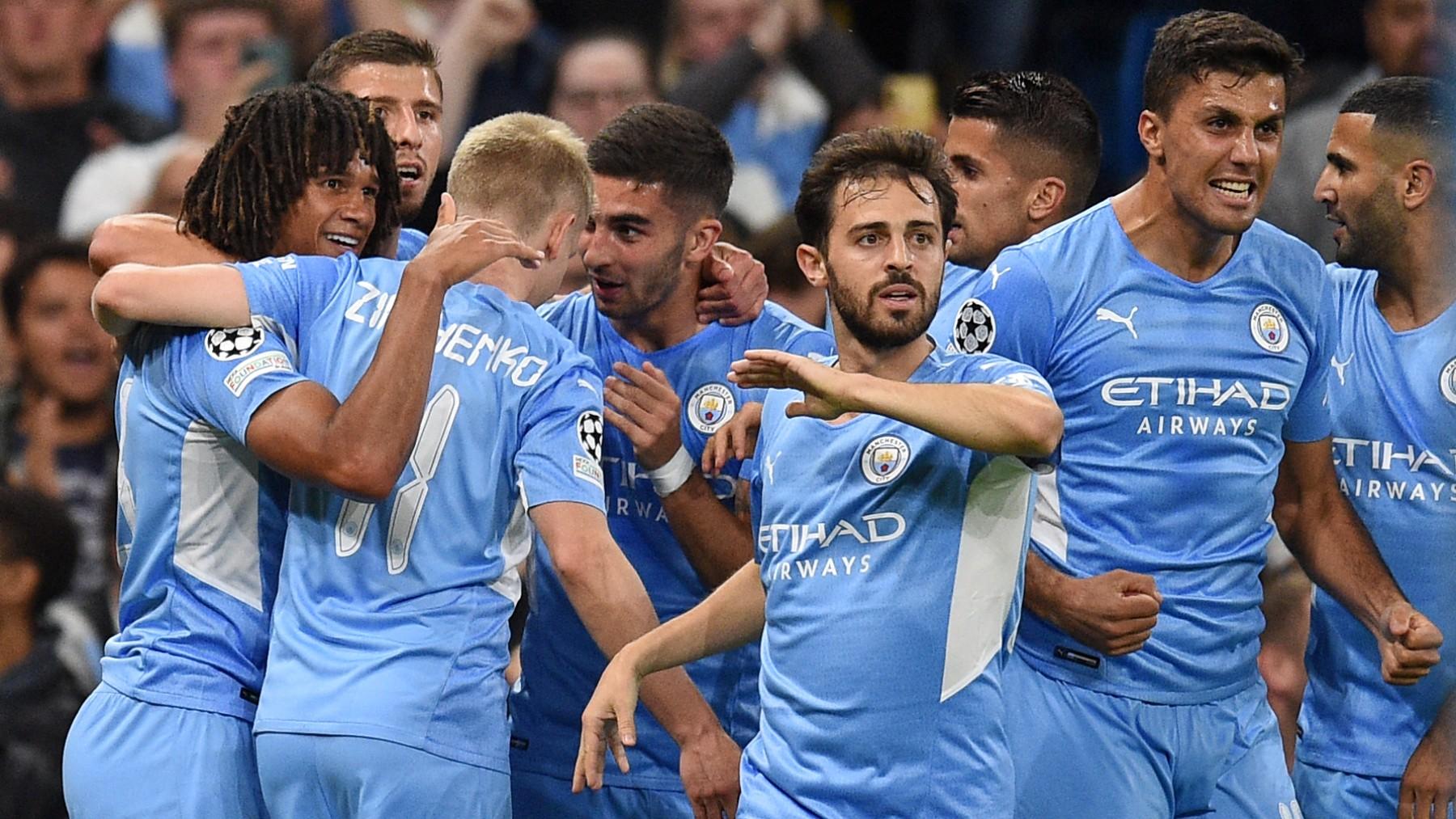 Los jugadores del City celebran un gol contra el Leipzig. (AFP)