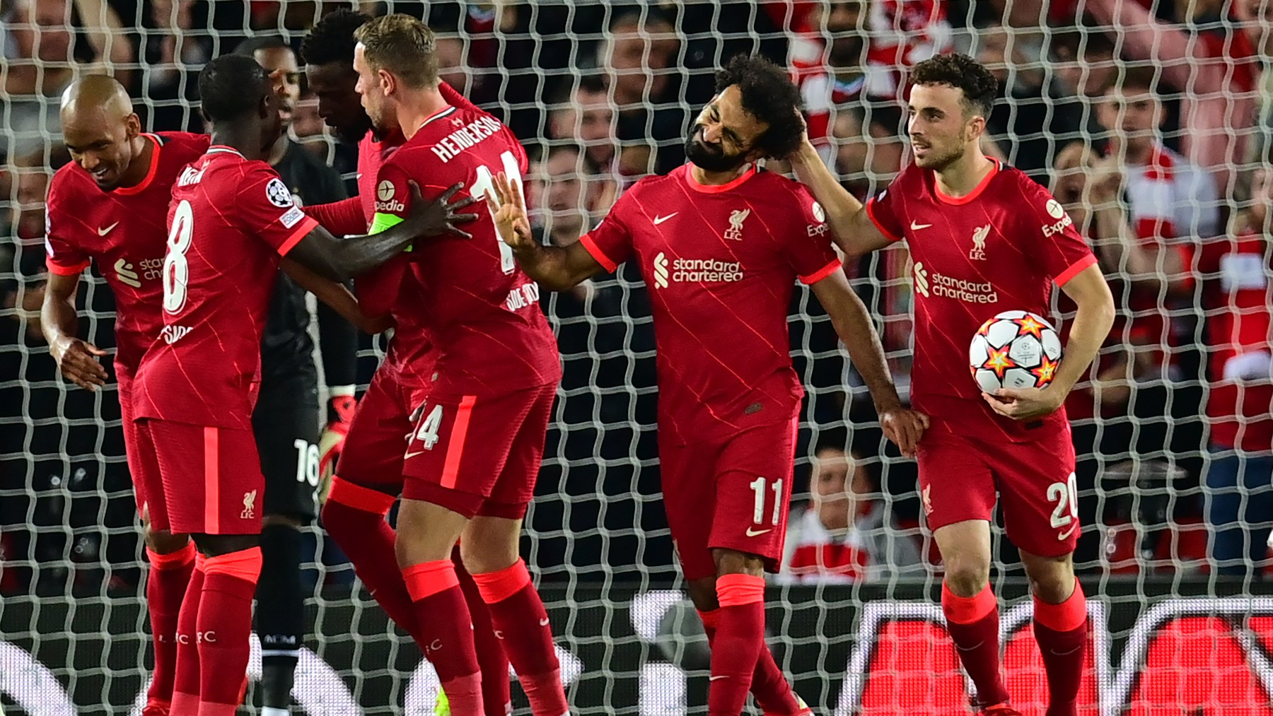 Los jugadores del Liverpool celebran un gol de Salah. (AFP)