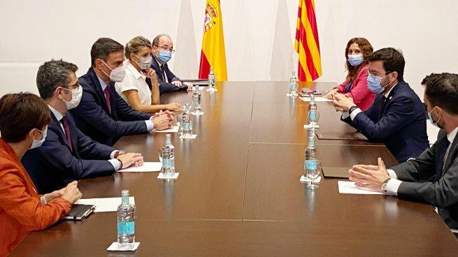 Aragonès y Sánchez, este miércoles, en la reunión de la mesa de negociación en el Palau de Generalitat