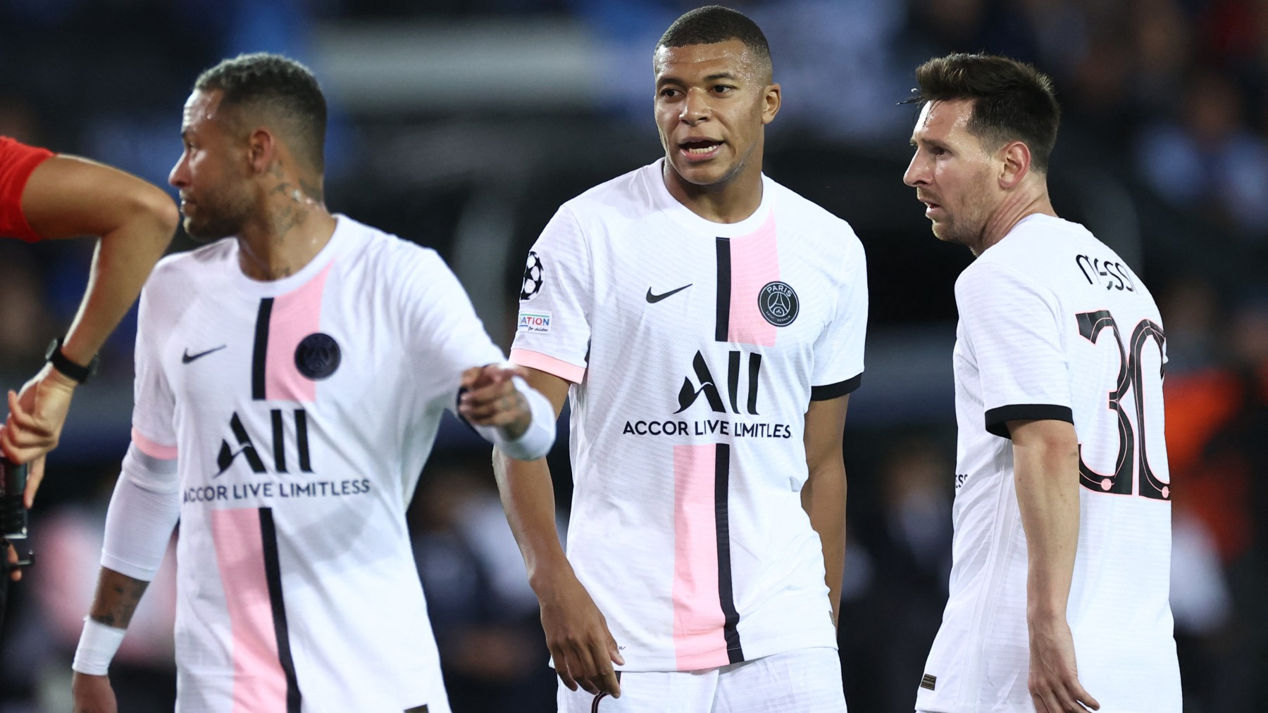 Messi, Neymar y Mbappé, en el partido contra el Brujas. (AFP)