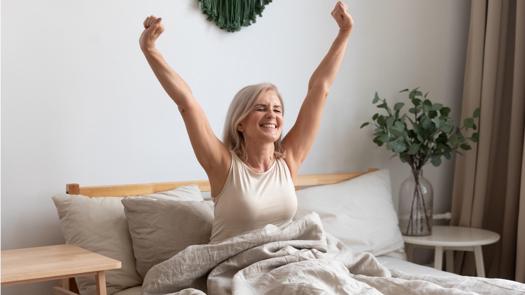 Mujer recién levantada de la cama