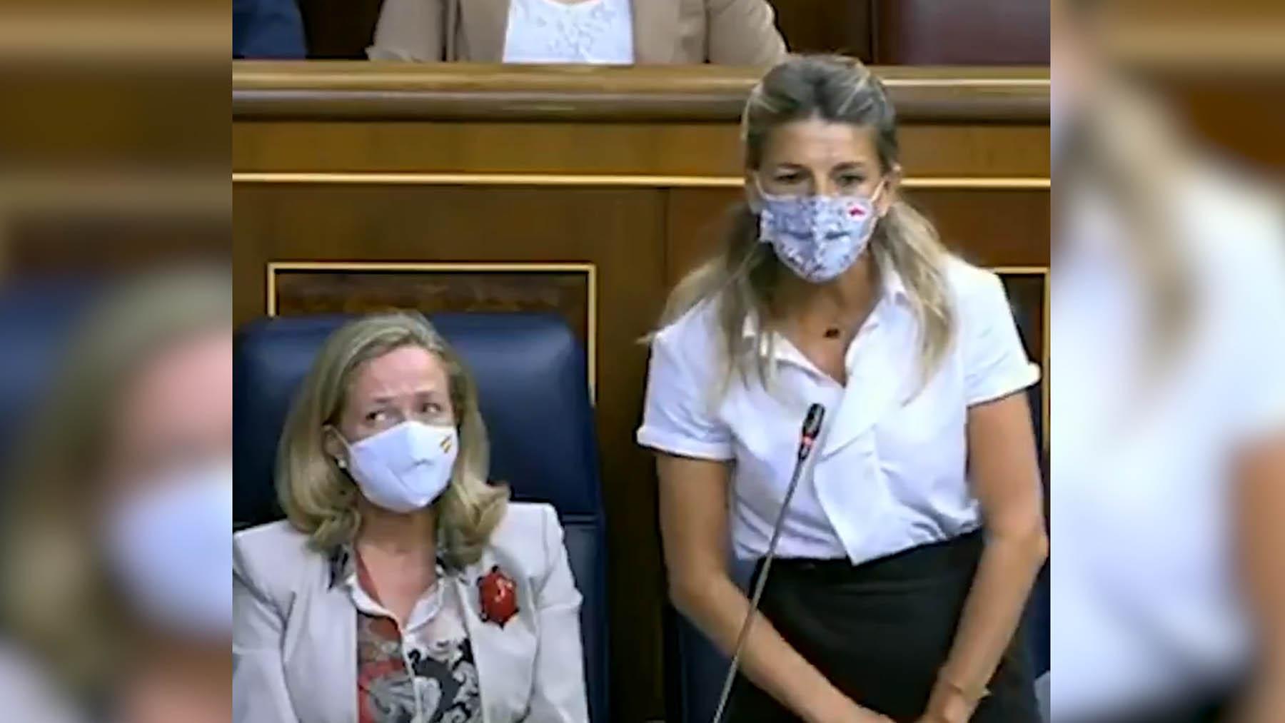 Nadia Calviño y Yolanda Díaz en el Congreso de los Diputados.