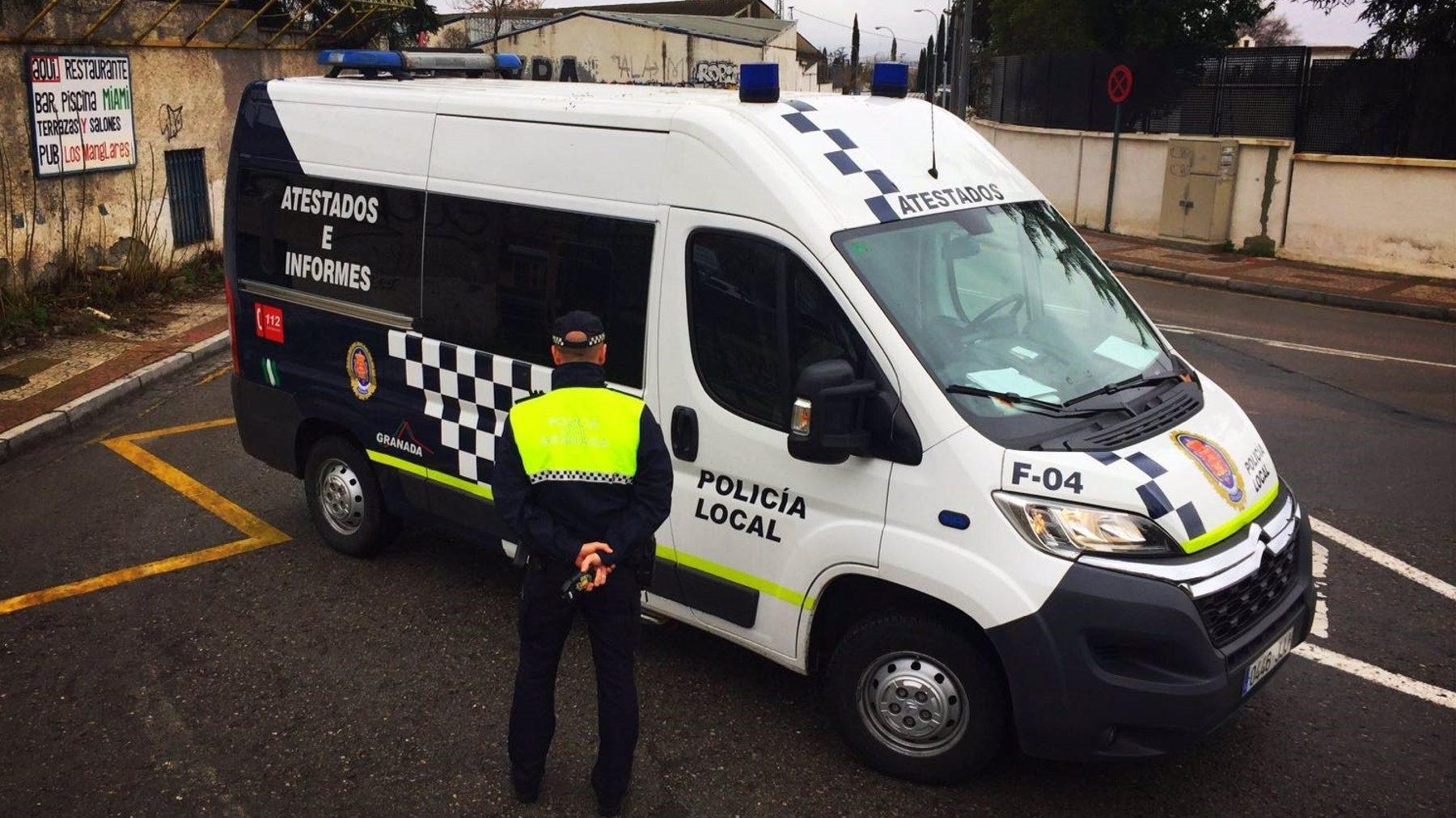 Agente de la Policía Local de Granada en una foto de archivo.