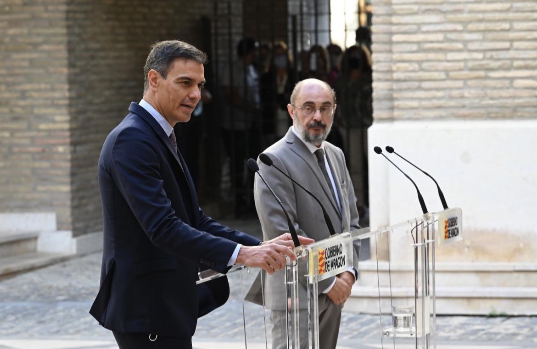 Sánchez y Lambán, este jueves, durante la visita del presidente a Zaragoza.