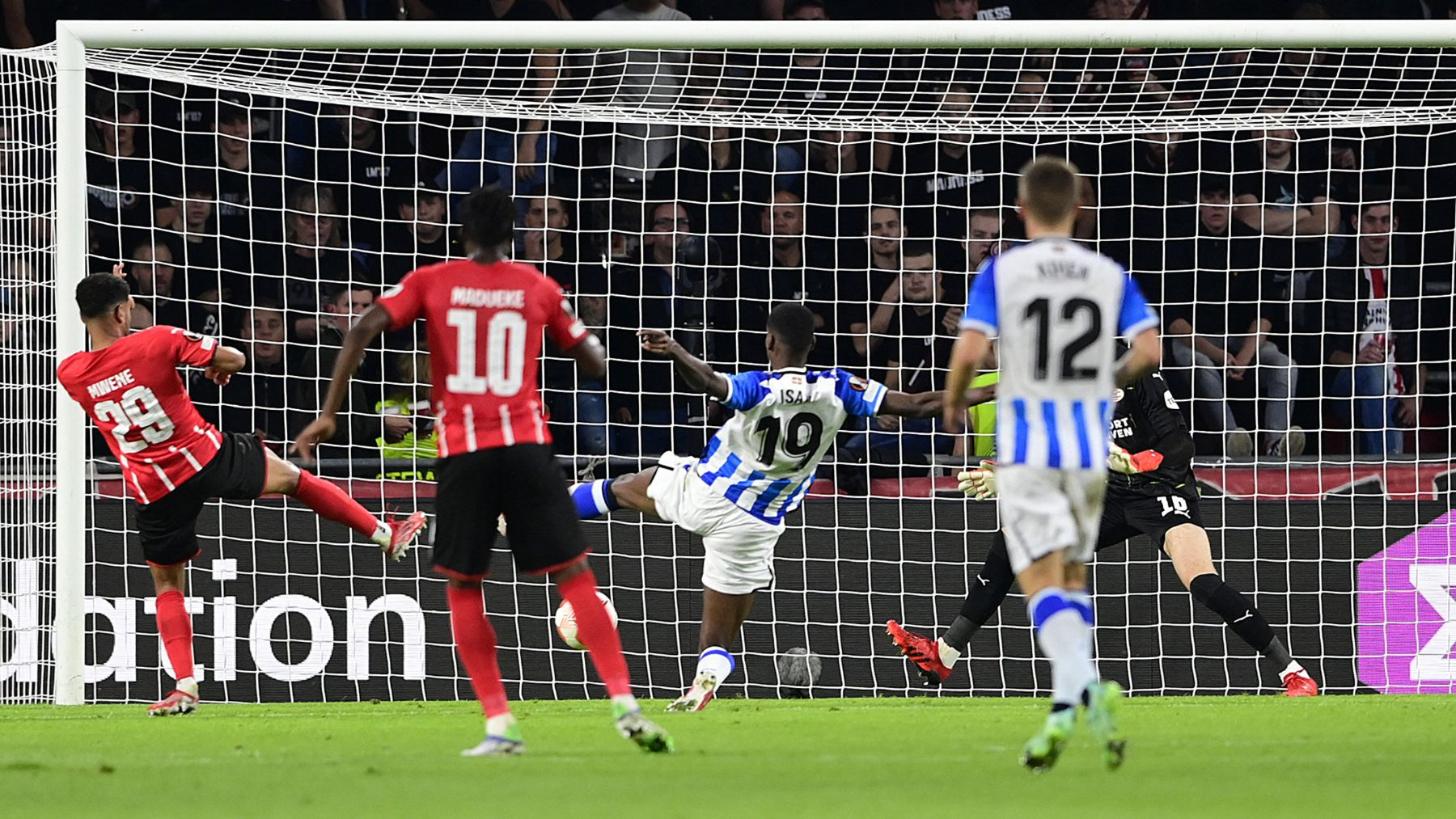 PSV y Real Sociedad empatan en la Europa League. (AFP)