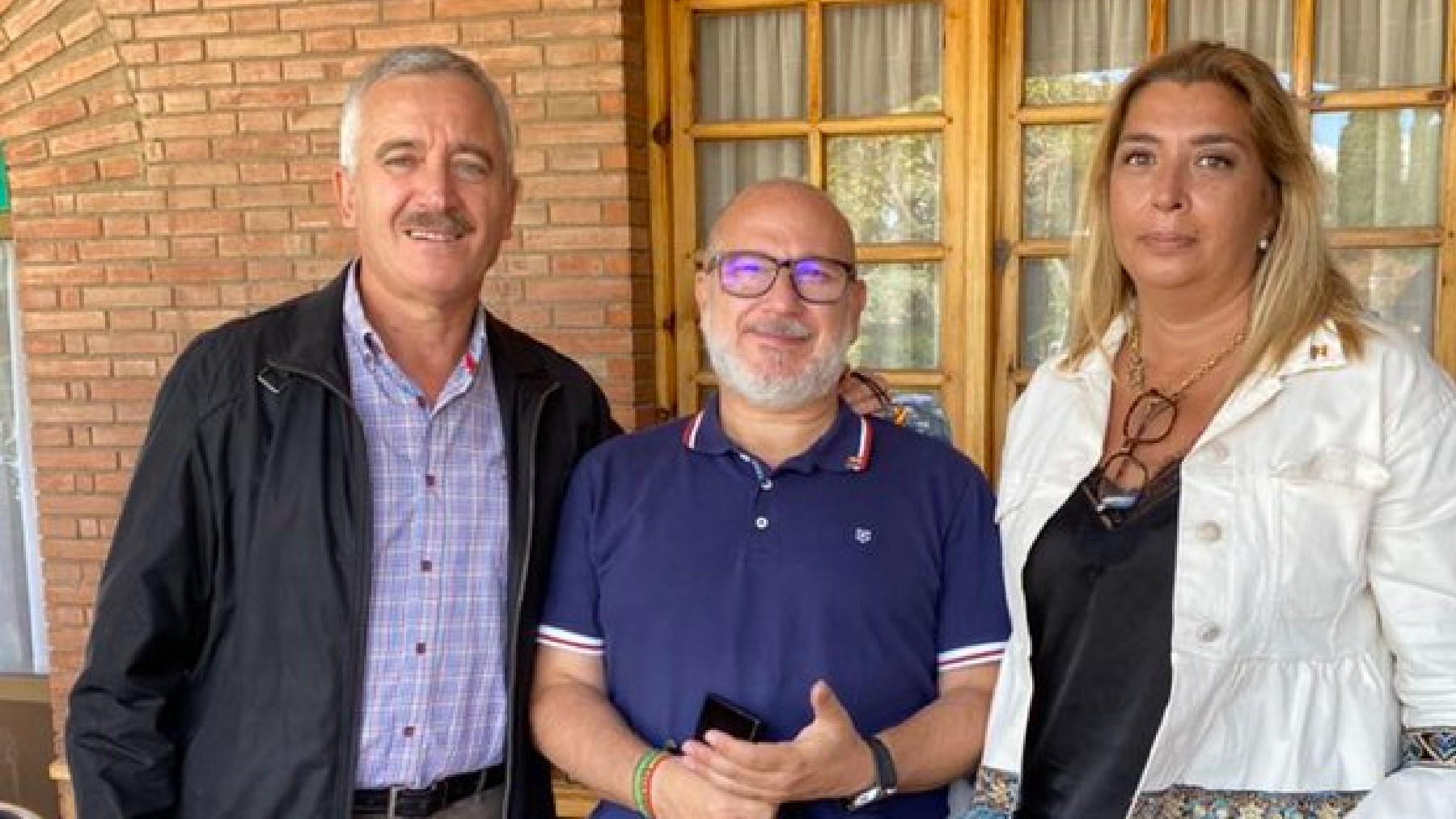 Ortega Lara, Alcaraz y Mari Ángeles Ramos, portavoz de Vox en el Ayuntamiento de Toledo. (Foto: @MariaRamosFdVOX)