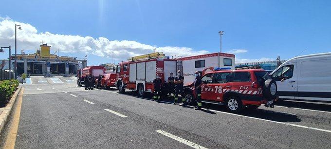 Vehículos de emergencias se desplazan desde Tenerife a La Palma.