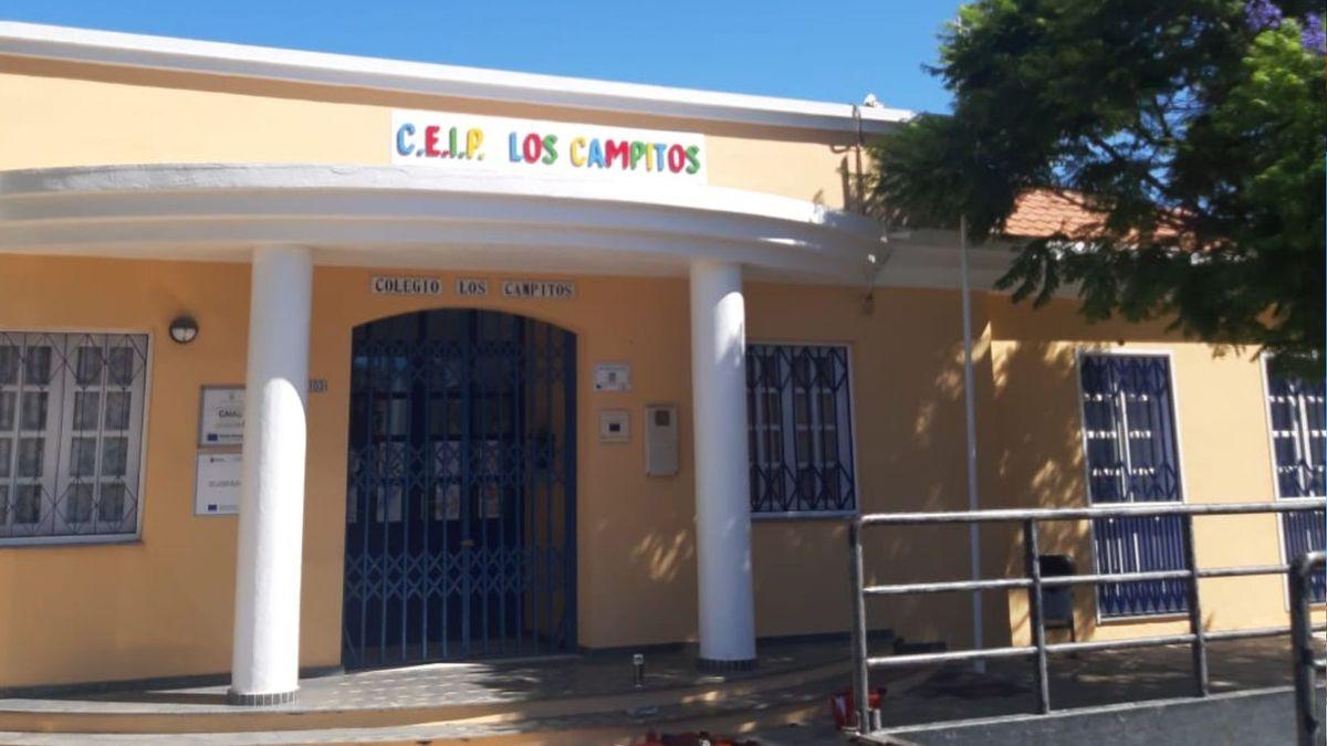 La entrada al colegio de Los Campitos, antes de quedar sepultado bajo la lava.