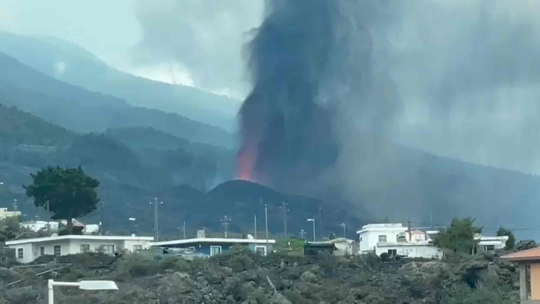 Lava del volcán en erupción de La Palma.