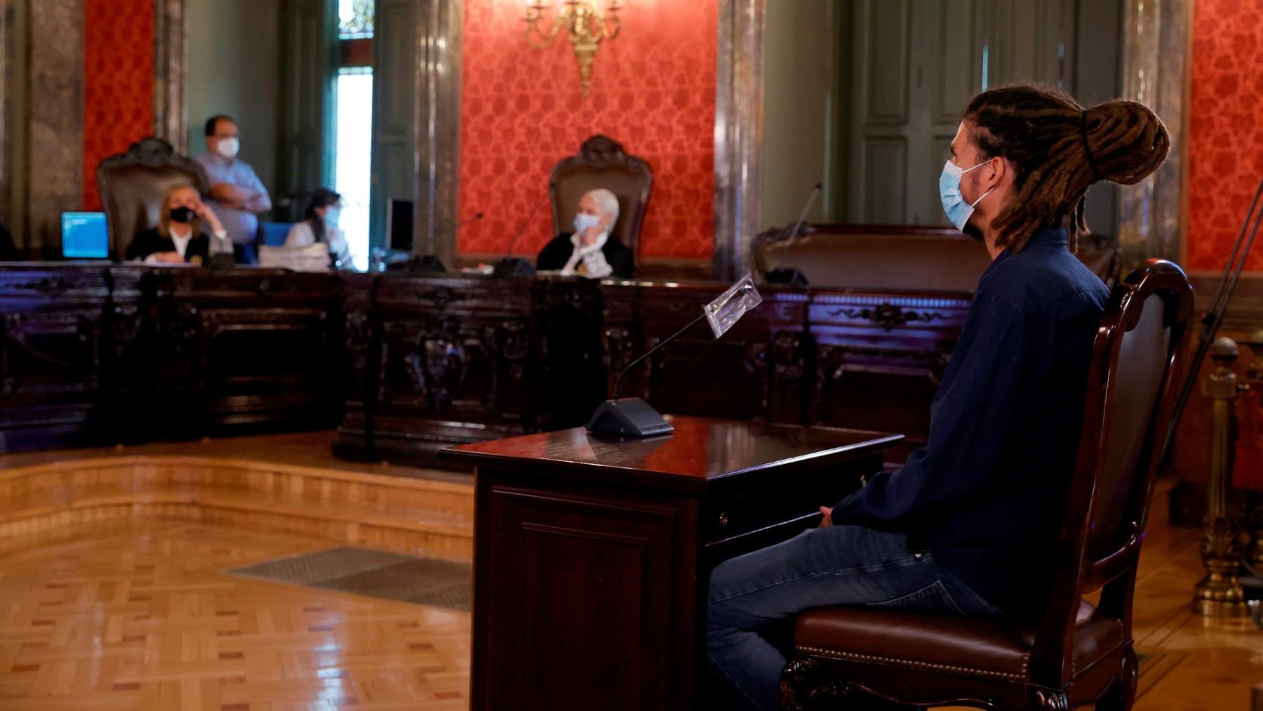 El ex secretario de Organización de Podemos, Alberto Rodríguez, durante su juicio en el Tribunal Supremo. (Foto: Efe)