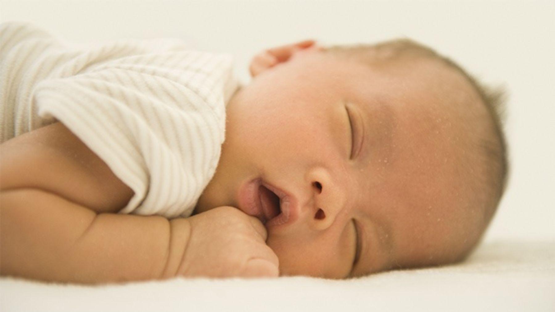 El motivo por el que roncan los bebés según un reciente estudio