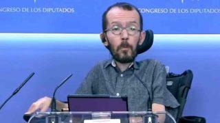 Echenique insulta a un periodista cuando le pregunta por 'EL Pollo' Carvajal.