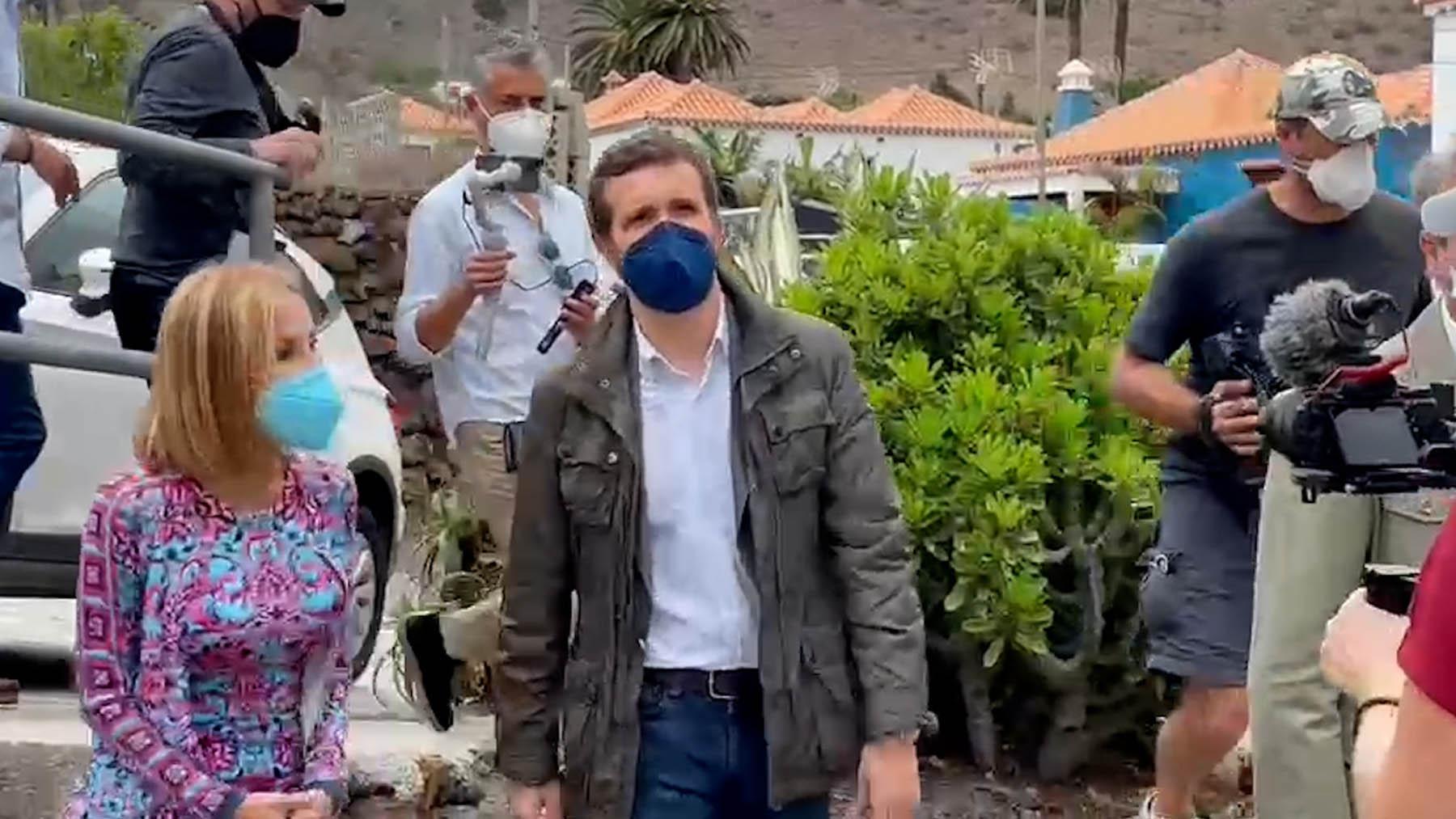 Pablo Casado en La Palma tras la erupción del volcán.