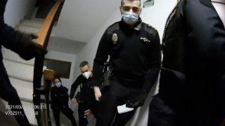 policías puerta pandemia