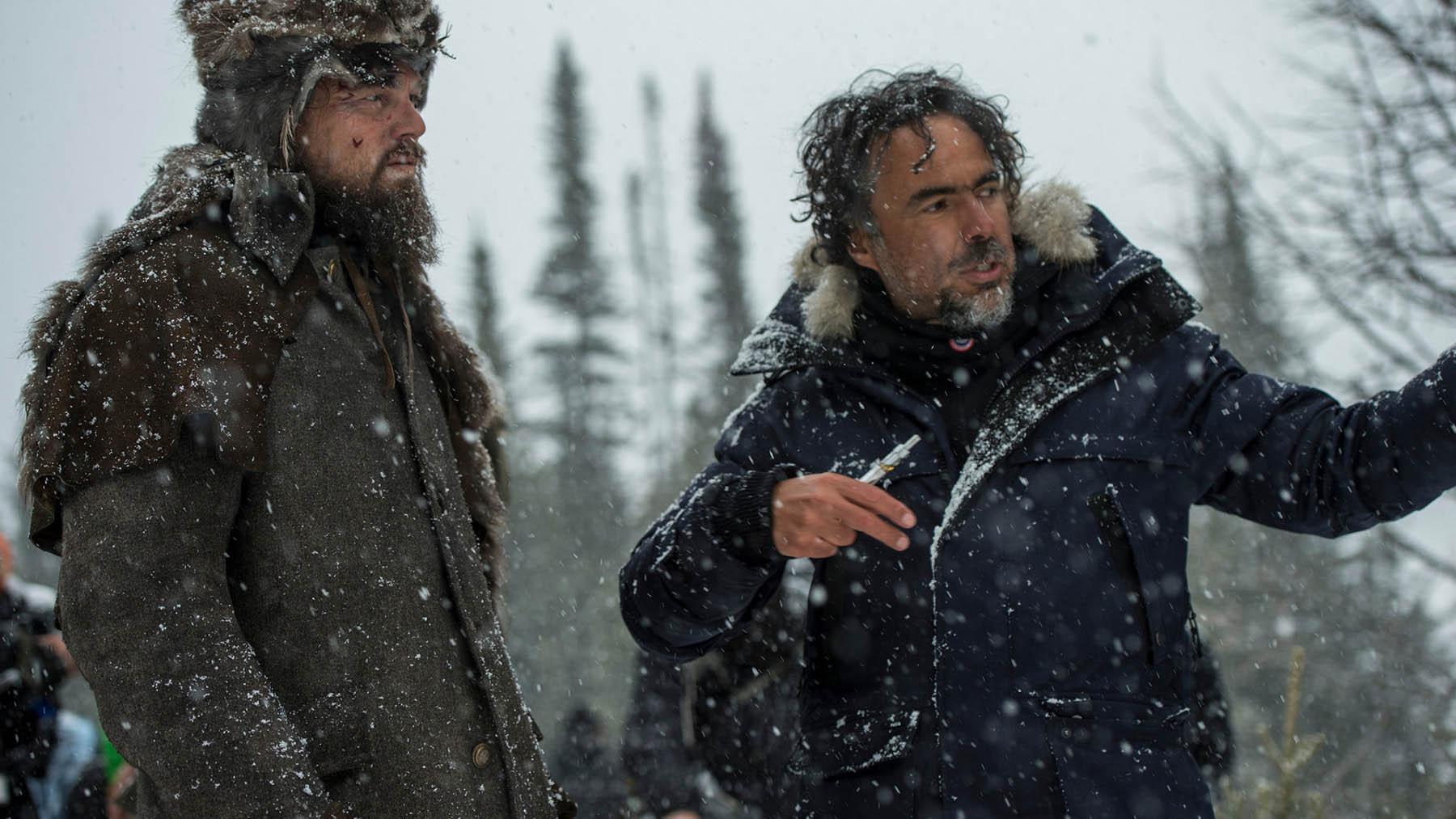 Alejandro González Iñárritu dirigiendo a Leonardo DiCaprio en «El renacido» (20 Century Fox)