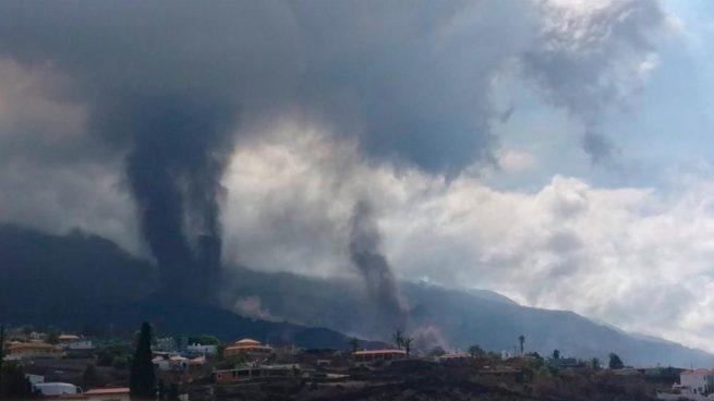 Se abre un nuevo foco de emisión del volcán de La Palma al oeste del principal