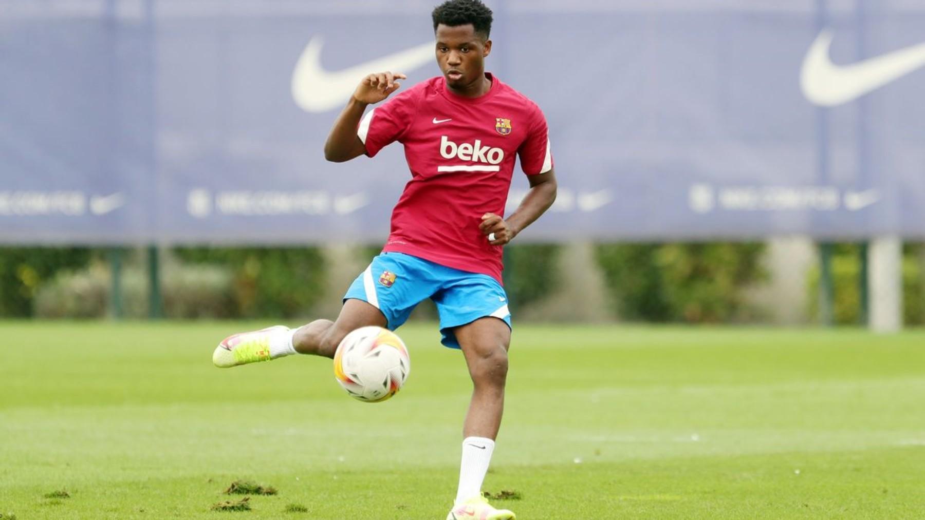 Ansu Fati, durante un entrenamiento con el Barcelona. (fcbarcelona.cat)