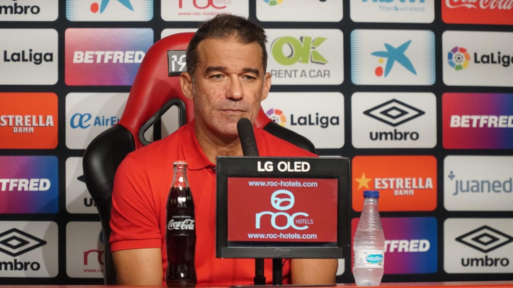 Luis García Plaza, en conferencia de prensa. Foto: RCDM