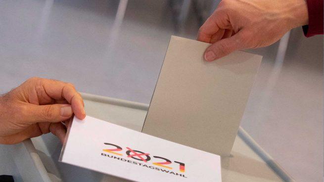 Los alemanes votan en unas elecciones sin Merkel y con unas encuestas muy ajustadas
