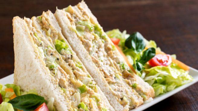 Sándwich de pollo y maíz, receta de cena o comida rápida saludable