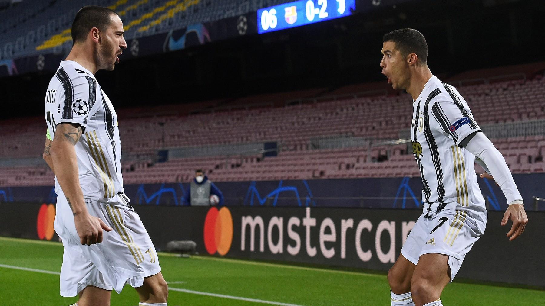 Leonardo Bonucci y Cristiano Ronaldo celebran un gol con la Juventus. (AFP)