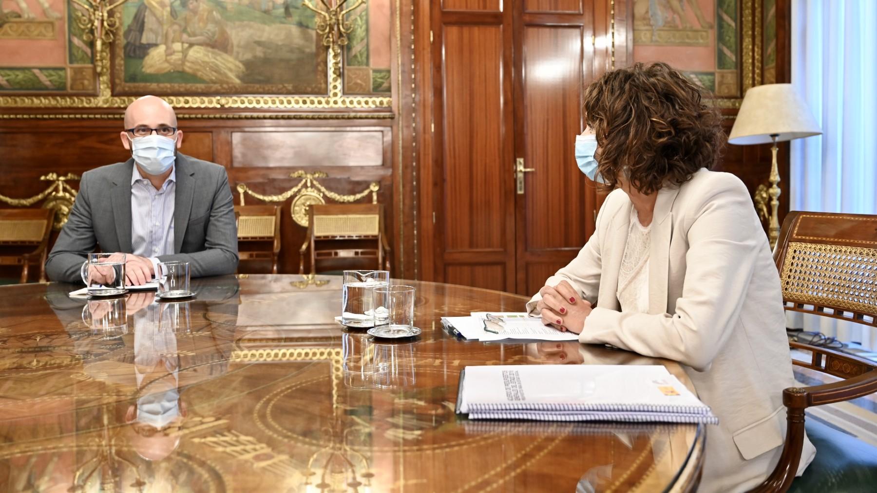 La ministra de Hacienda, María Jesús Montero (PSOE), y el secretario de Estado de Derechos Sociales, Nacho Álvarez (Podemos).