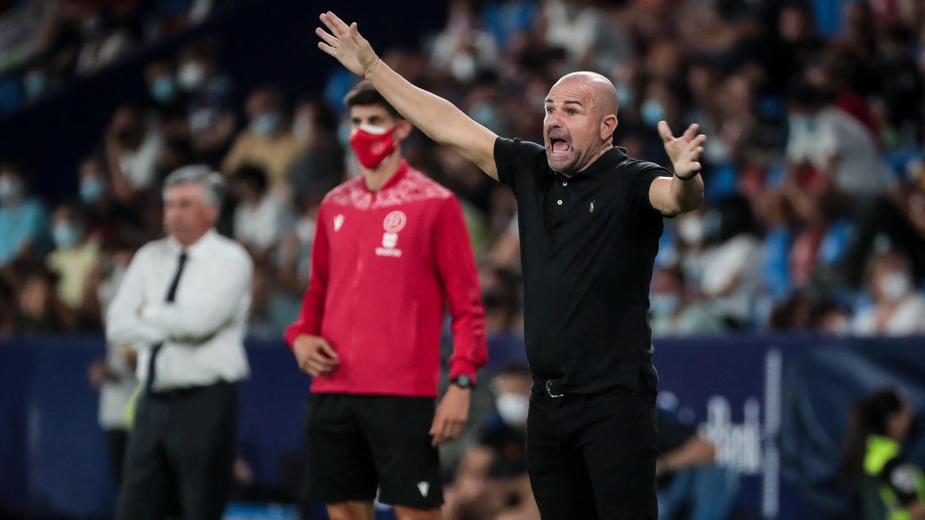 Paco López, en un partido con el Levante. (AFP)
