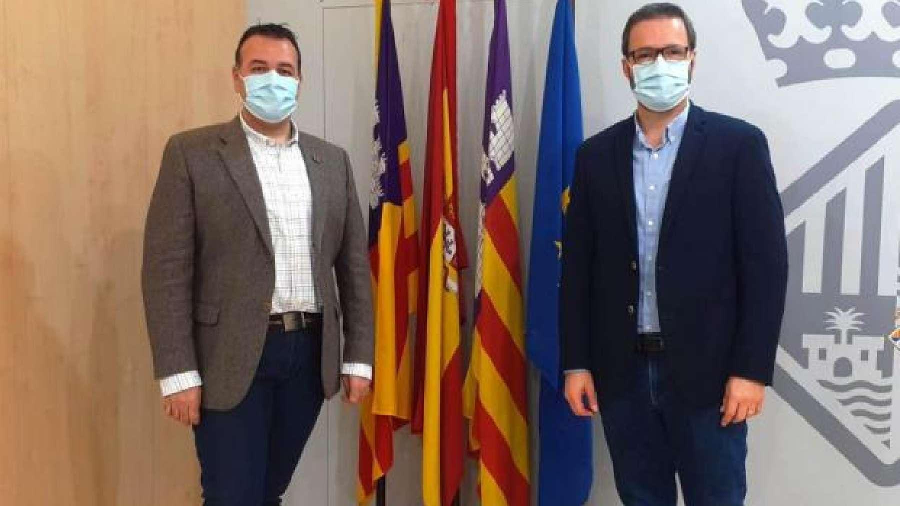 El concejal socialista de Movilidad, Francesc Dalmau y el alcalde de Palma, Jose Hila.