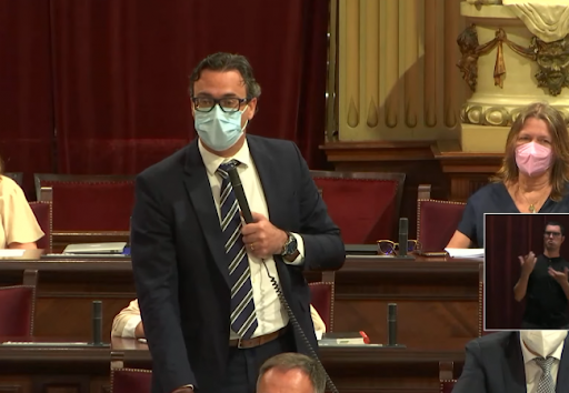 Toni Costa en una sesión del Parlament.