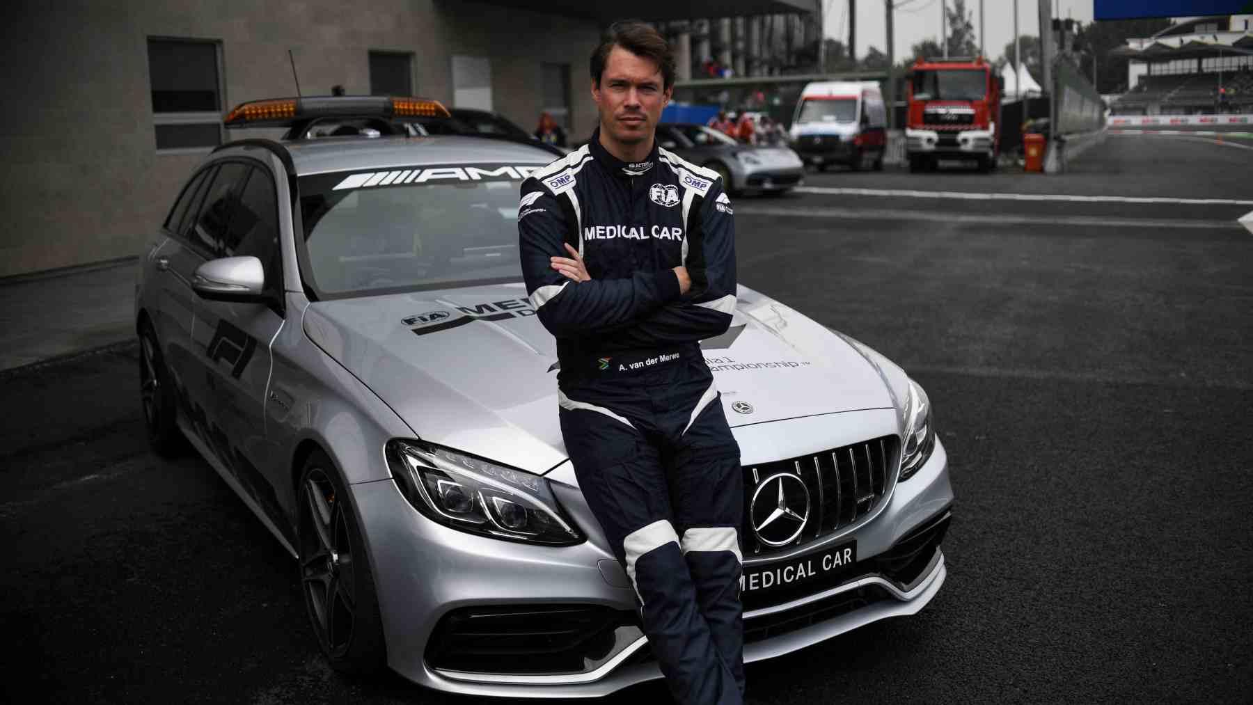 Alan van der Merwe, el piloto del coche médico de la Fórmula 1. (AFP)