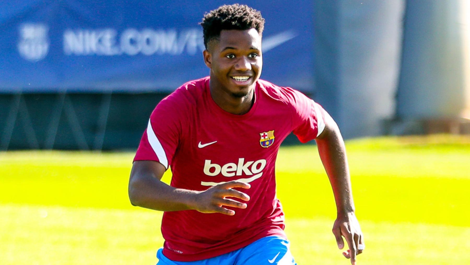 Ansu Fati, durante un entrenamiento con el Barcelona. (@FCBarcelona_es)