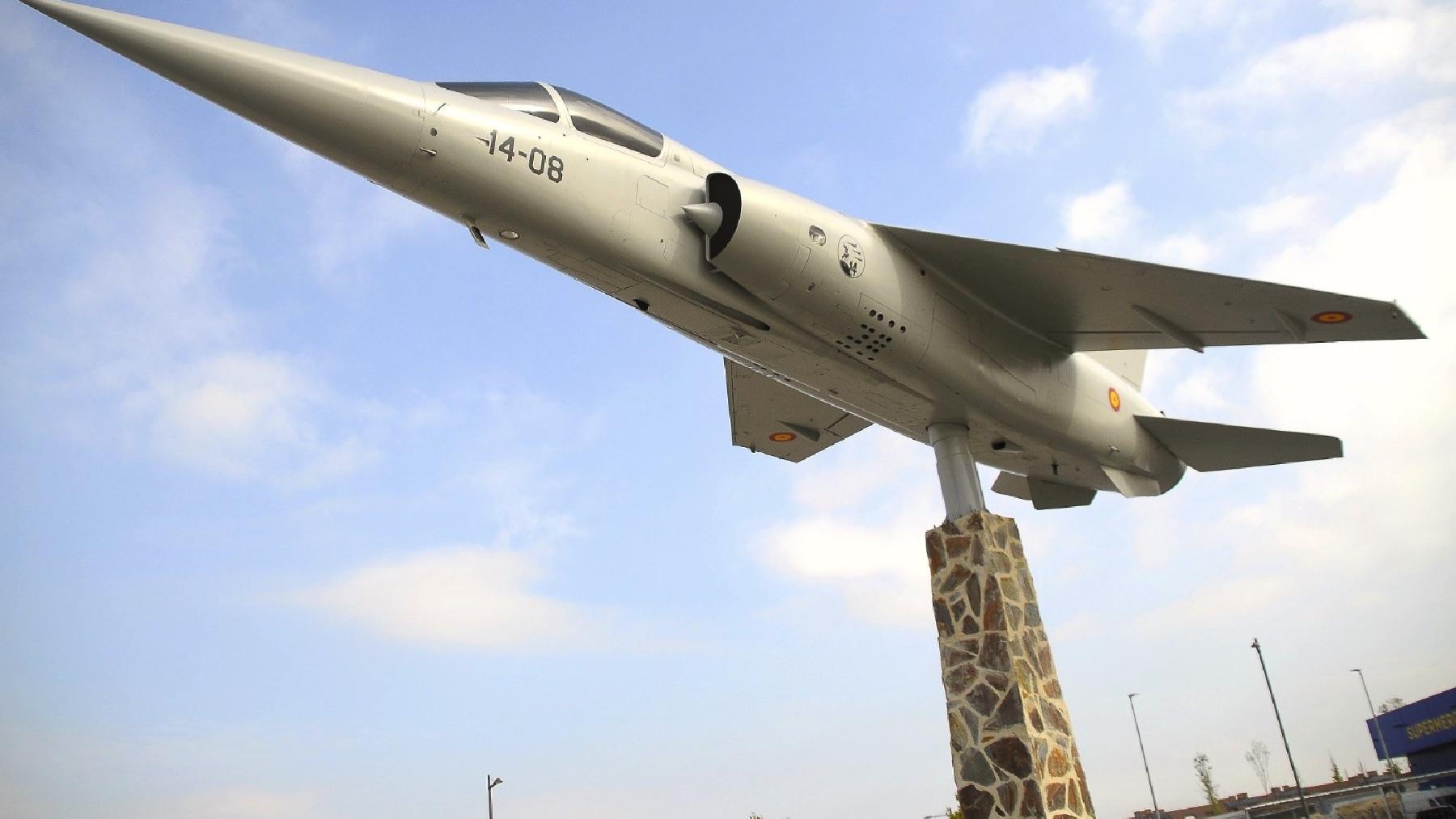 Un Mirage F-1 aterriza en Boadilla para rendir homenaje al Ejército del Aire.