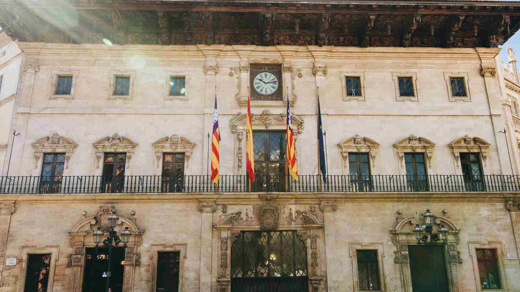 Fachada principal del Ayuntamiento de Palma.